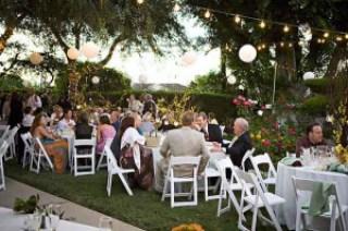 Pesta pernikahan outdoor