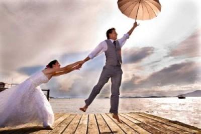 Foto Pre Wedding unik aneh outdoor terbaru