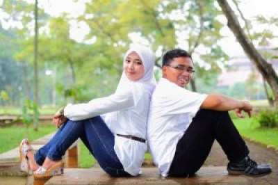 Foto Pre Wedding muslim unik aneh outdoor terbaru