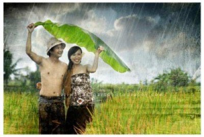 Foto Pre Wedding unik aneh outdoor terbaru