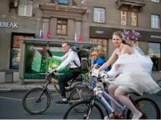 Menikah Sambil Bersepeda