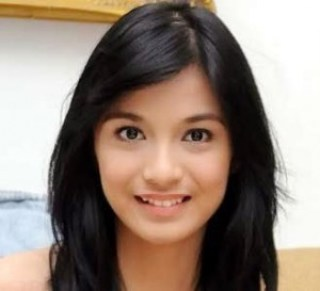 Senyum Chelsea Olivia
