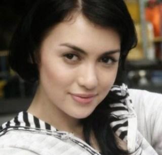 Senyum Rianti Cartwright