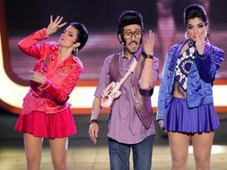 Roberto chiquilicuatre y sus dos bailarinas