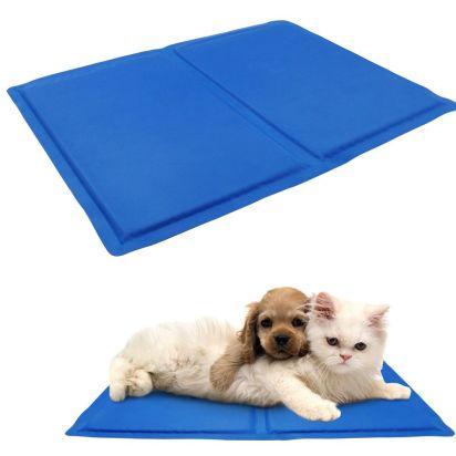 Las colchonetas de gel sirven para perro o gato. Colócalas en un lugar fresco de la casa donde tu mascota se sienta cómoda. También puedes impregnarla del olor del perro pasando por encima su vieja cama.