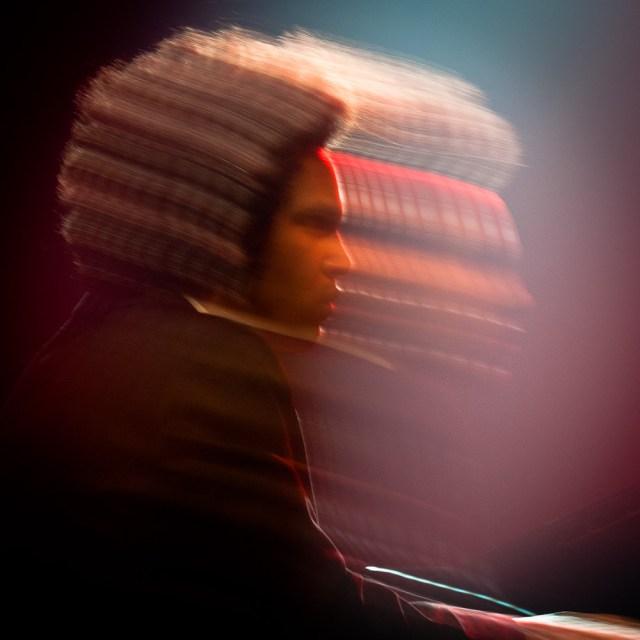 Photographie du pianiste parisien Tony Tixier à Jazz En Tête.
