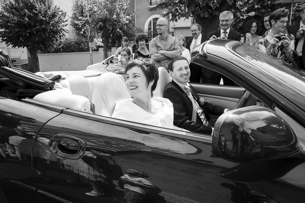 Mariage : arrivée des mariés devant l'eglise bd lafayette à clermont-ferrand.