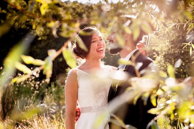Photo de couple intimiste sur un mariage champêtre au château de miremont dans le puy-de-dome.