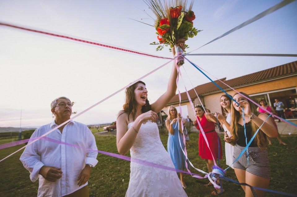 Le jeu du ruban, lors d'un mariage en auvergne autour de clermont-ferrand.