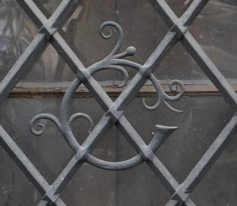 Photo de la grille en fer forgé dans le quartier de la Neustadt à Strasbourg