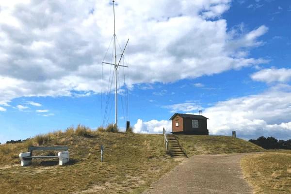 Der Kikkebjerg auf Fanø mit dem Lotsenhaus