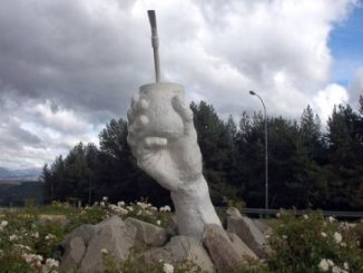 El mate en Chile - Monumento al mate en Coyhaique