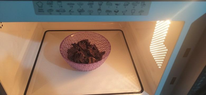 Come sciogliere il cioccolato con il microonde