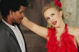 """Stop Me From Falling"" de Kylie Minogue y Gente de Zona"