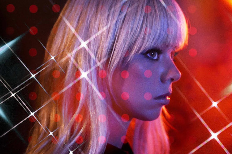 """Black Walls"" de Chromatics"