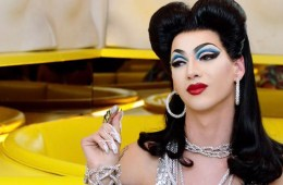 """A Lot More Me"" de Violet Chachki"