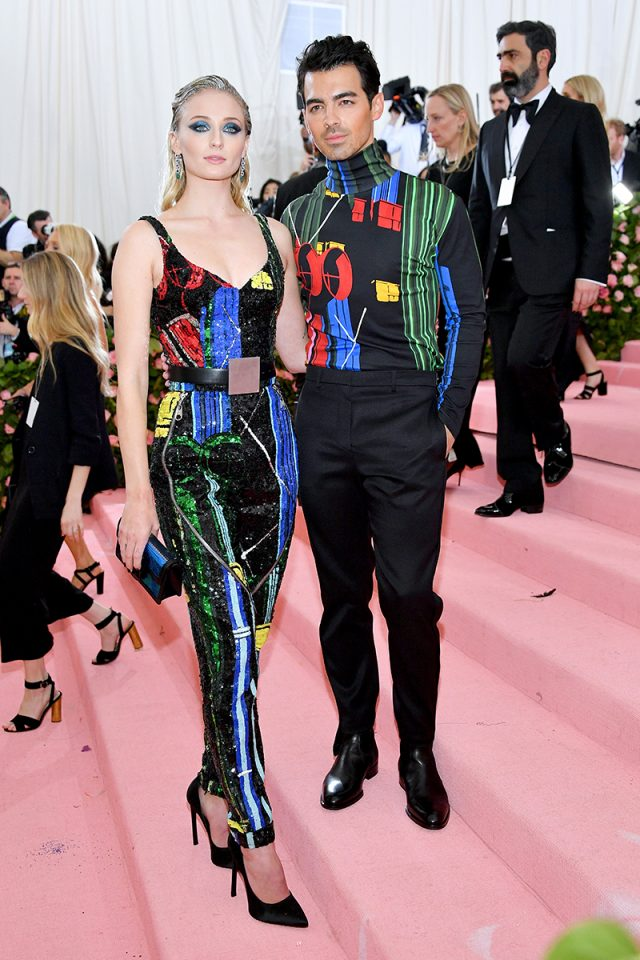 Sophie Turner y Joe Jonas (Louis Vuitton)