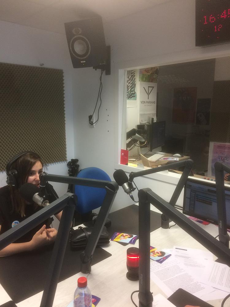 02-radio