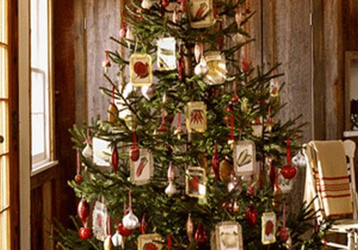 How To Make A Christmas Tree Made From Recycled Materials