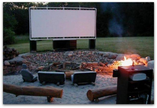 pantalla de la película del pvc DIY patio trasero 634x438 12 Ideas Abiertas Aire Cine de Verano para la tarde romántica