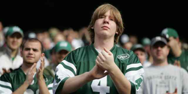 Fan claps during military ceremony at Jets vs Jaguars