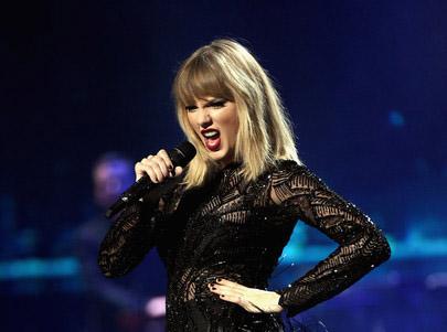 Taylor Swift borra sus redes sociales. Regresa como serpiente? LOL!