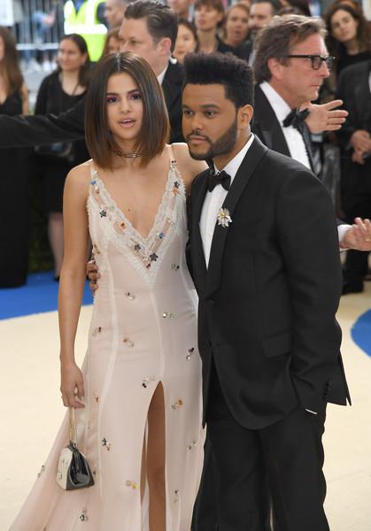 Drake, The Weeknd peleando por Bella Hadid! Justin Bieber y Selena Gomez!! What?