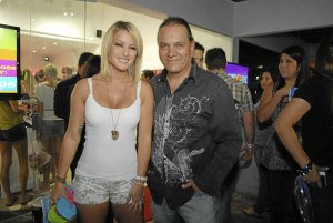 Mauricio Diez Canseco , Leslie Shaw