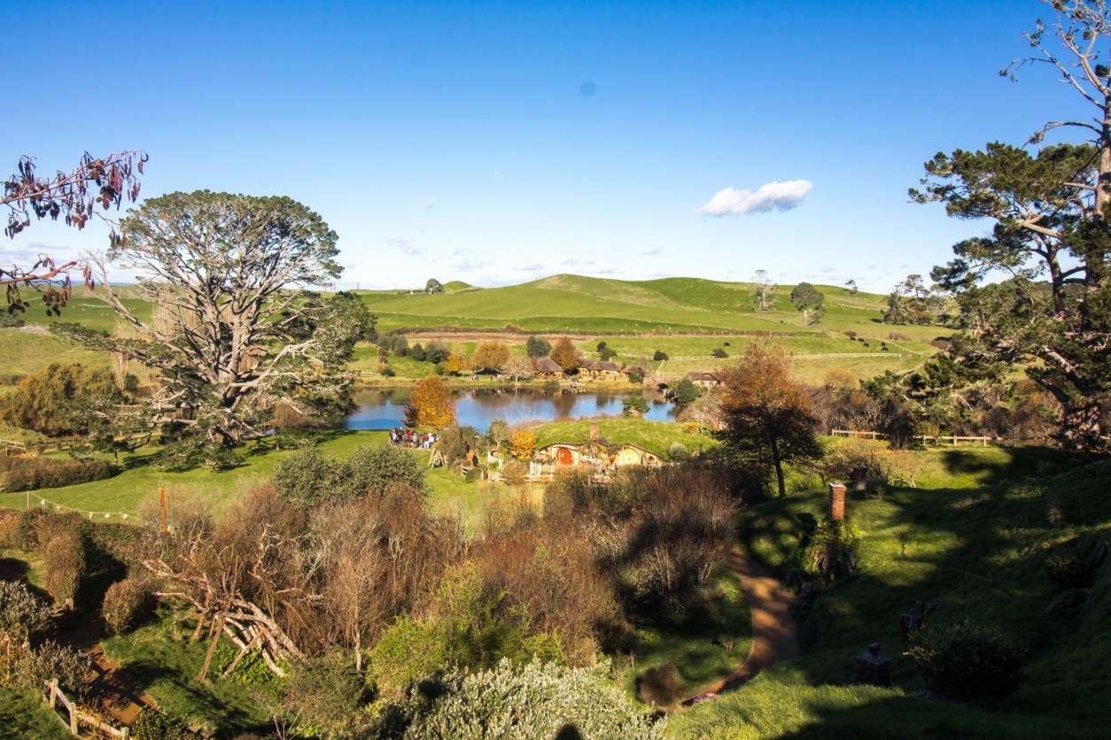 Hobbiton Middle Earth. 10 Awesome Things To Do In North Island New Zealand. Places to visit in North Island New Zealand. What to See in North Island New Zealand. Travel Blog. Tours. Itinerary. Skyjump Auckland. Sky Tower. Waiheke Island. Hobbiton. Skydiving over Lake Taupo. Geothermal activity. OGO zorbing Rotorua. Maori cultural experience. Jet boat Huka Falls. Tongariro Alpine Crossing. Glowworms Waitomo Caves. Wellington. Click through to read more...