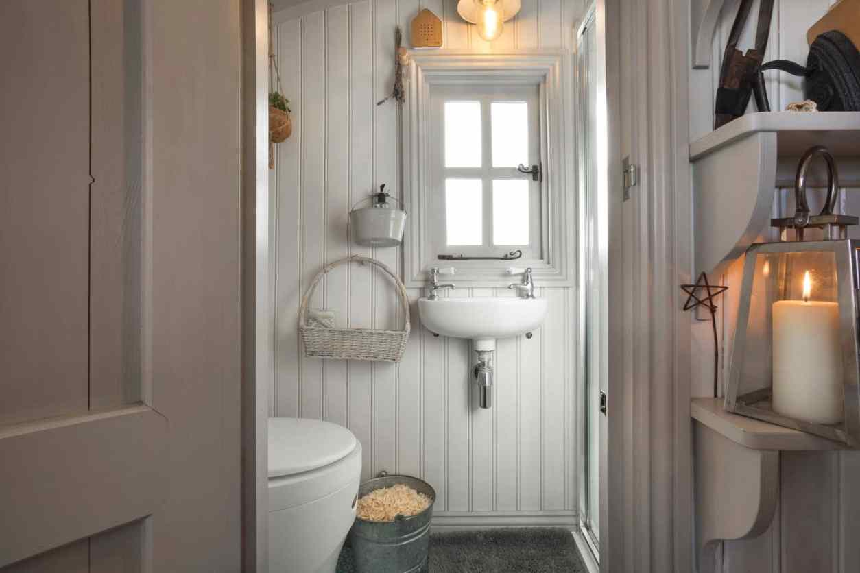 clean-white-bathroom-inside-of-shepherds-hut-lake-district