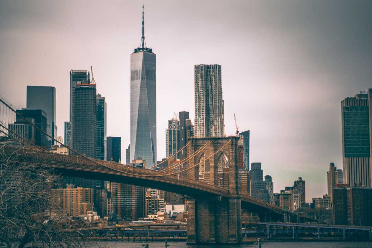 brooklyn-bridge-and-manhattan-skyline-seen-from-time-out-market-new-york-rooftop-new-york-in-4-days