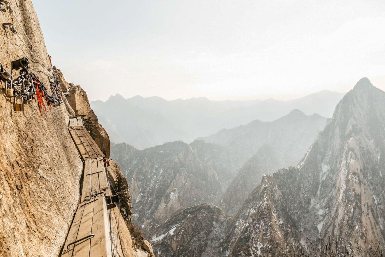 mount-hua-plankwalk-in-china-adrenaline-junkie-bucket-list