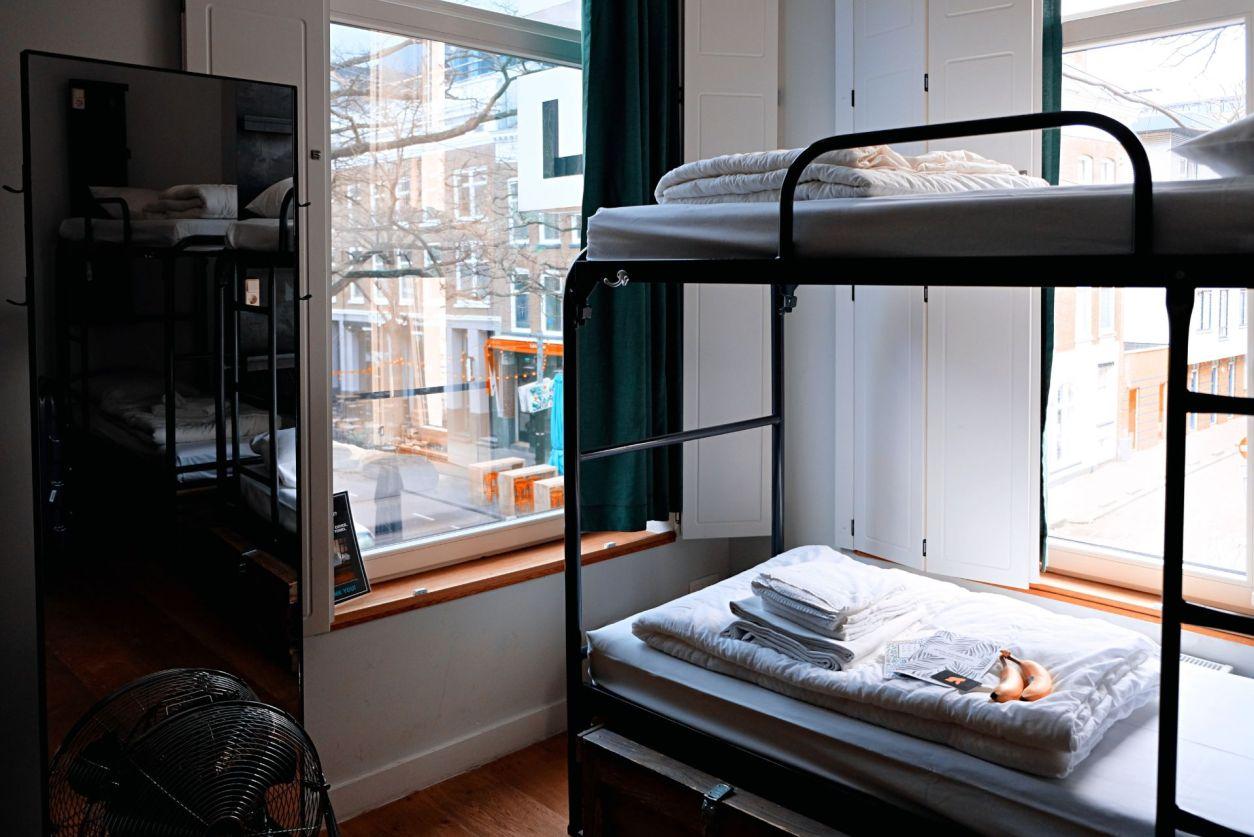 bunk-beds-in-hostel-room-in-european-city