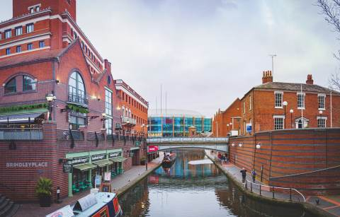brindley-place-restaurants-and-bars-on-canalside-along-birmingham-canals-fun-things-to-do-in-birmingham