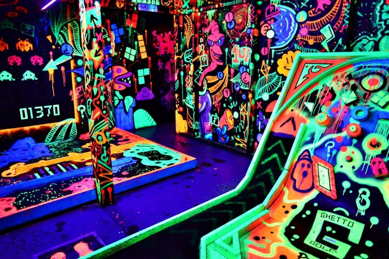 ©ghetto-golf-indoors-crazy-golf-in-dark-lit-up-by-bright-neon-colours-weekend-in-liverpool-itinerary
