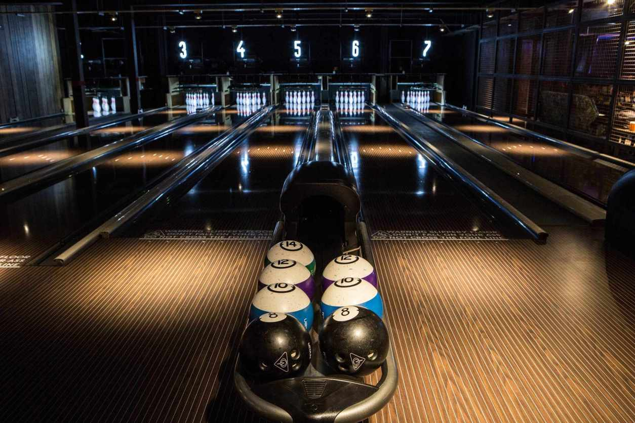 bowling-alley-in-the-dark-lane-7