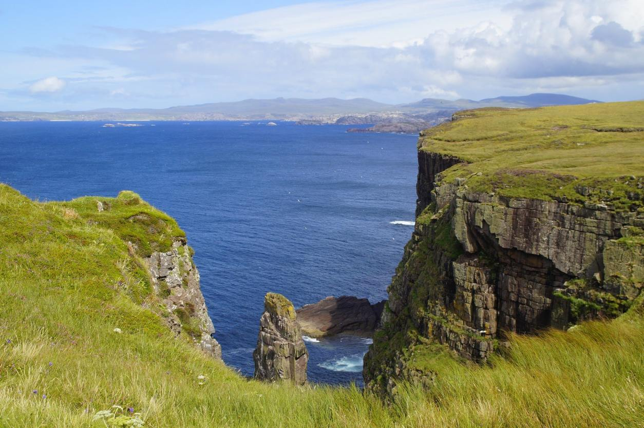 cliffs-covered-in-grass-over-sea-handa-island-scenic-drives-in-scotland