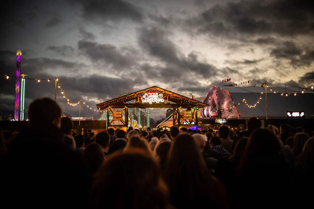 crowd-at-night-looking-at-stage-at-winter-wonderland-hyde-park-things-to-do-in-london-at-christmas
