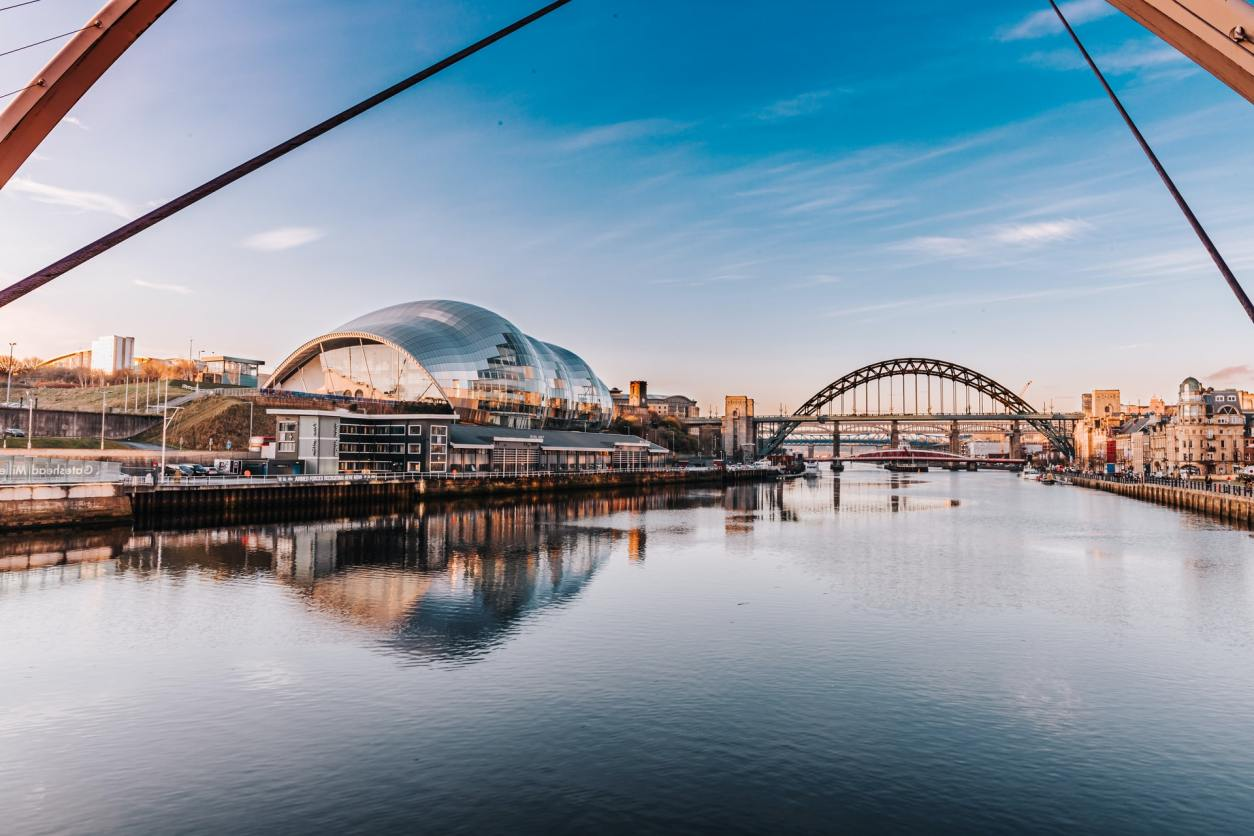 newcastle-river-bridge-and-city-on-a-summers-day