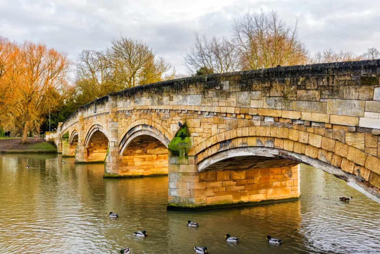 abbey-park-bridge-going-over-river-in-autumn