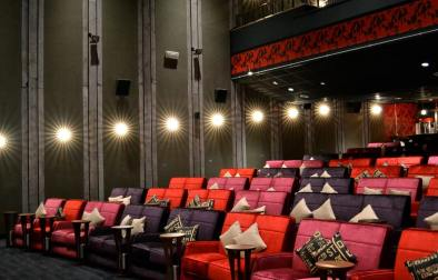 cosy-cinema-with-sofas-everyman-cinema-leeds-date-ideas-leeds