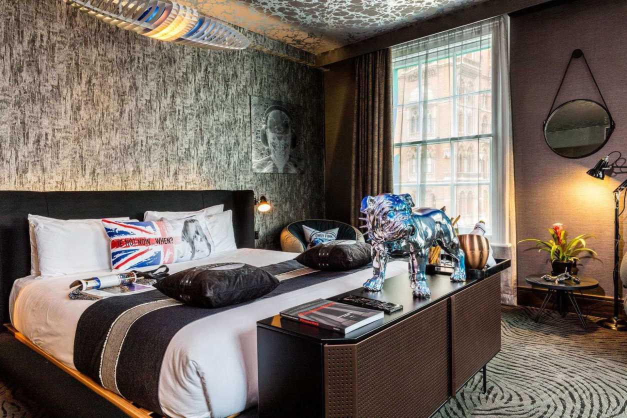 dark-british-megaro-hotel-room-quirky-london-hotels