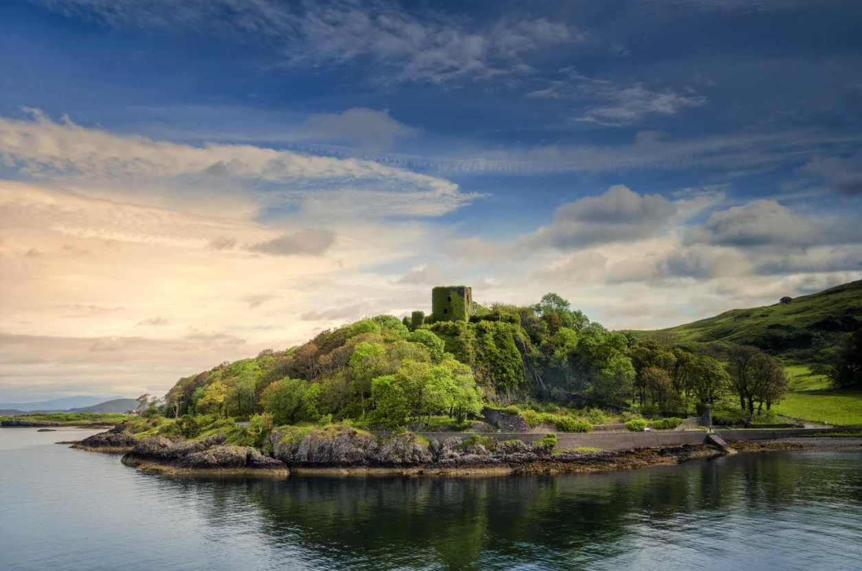 dunollie-castle-on-lochside-in-oban-at-sunset-day-trips-from-glasgow