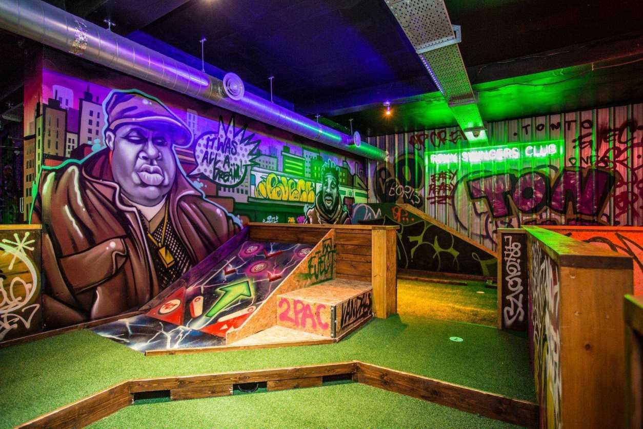 indoors-crazy-golf-with-graffiti-at-roxy-ball-room-date-ideas-leeds