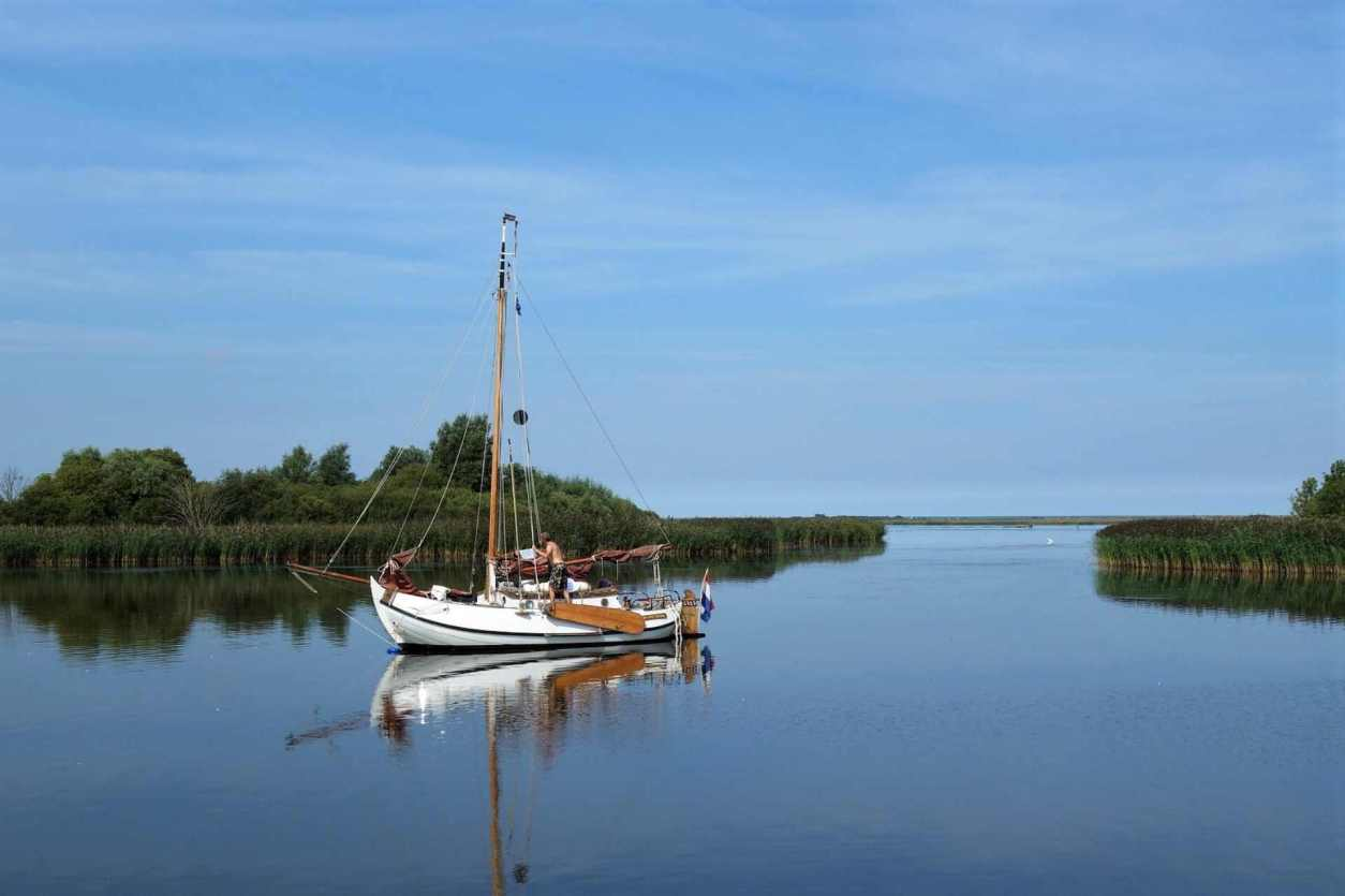 man-on-sailing-boat-on-water-in-lauwersmeer