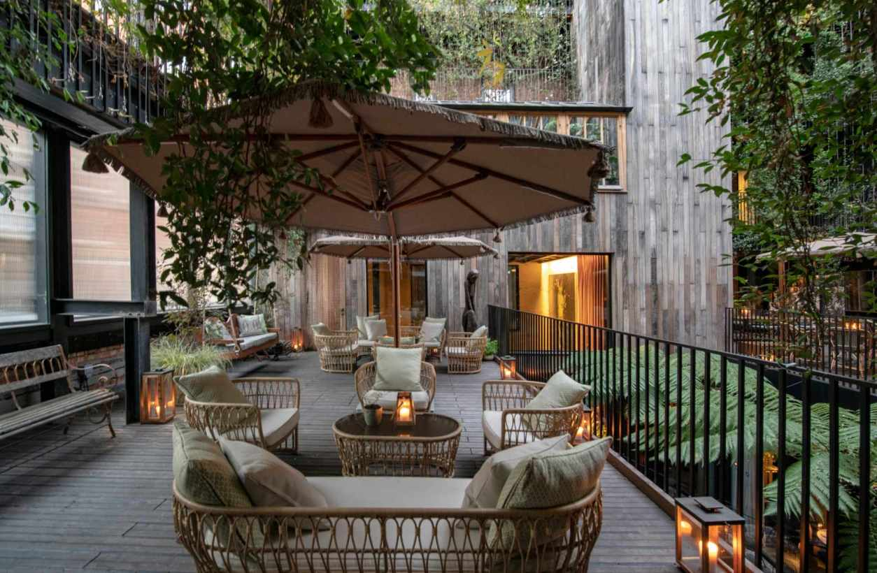 outdoor-yopo-restaurant-at-the-mandrake-hotel-quirky-london-hotels