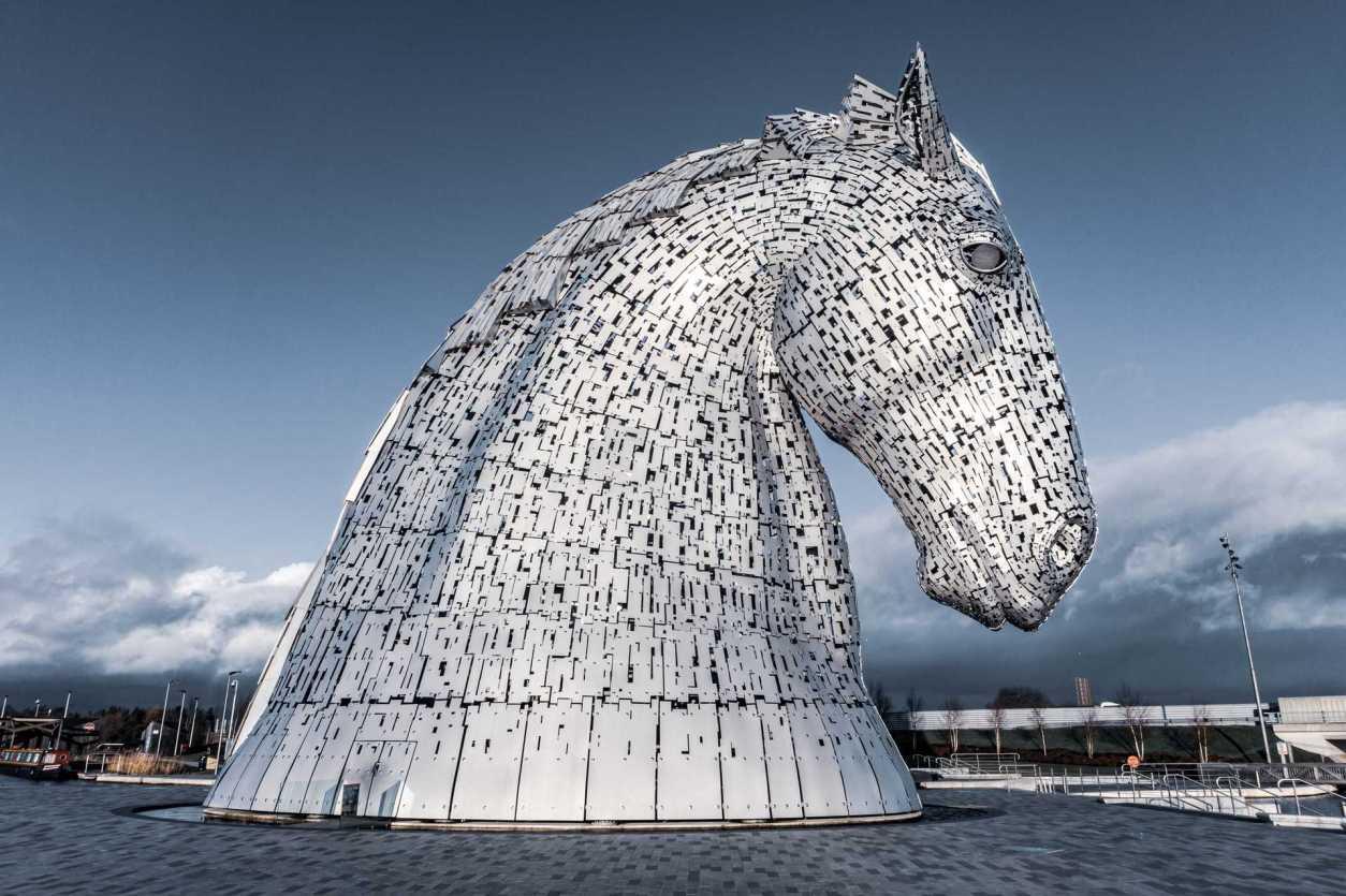 the-kelpies-horse-head-sculpture-in-falkirk