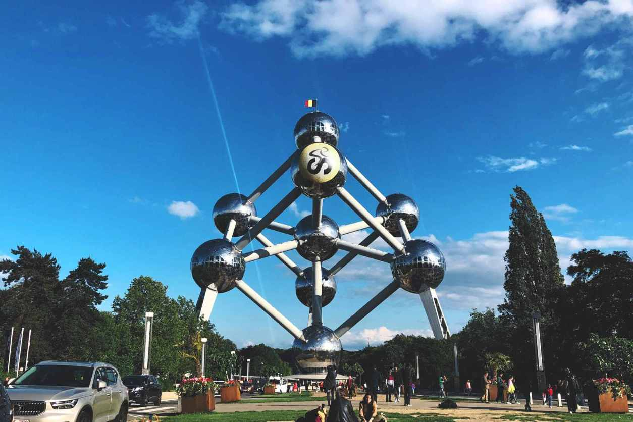 atomium-sphere-structure-on-sunny-day-with-blue-skies-2-days-in-brussels-itinerary