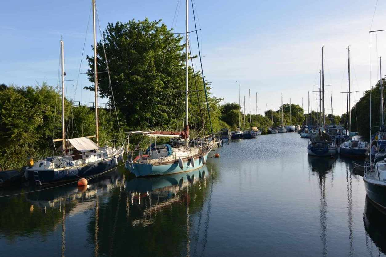 boats-docked-at-lydney-harbour-on-sunny-day-things-to-do-in-the-forest-of-dean