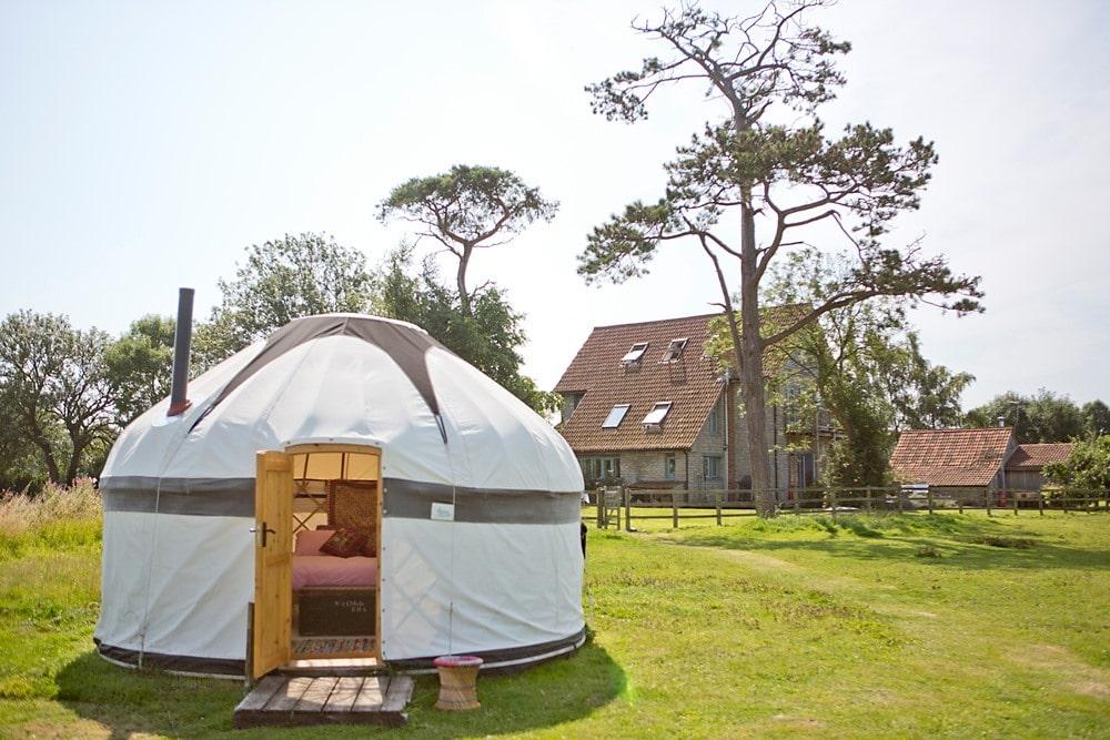 circular-white-yurt-in-garden-of-lower-coxbridge-house